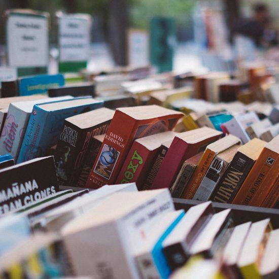 llibres en una parada